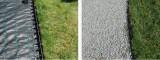 příklad instalace obrubníku mezi trávník a plochu s kamínky