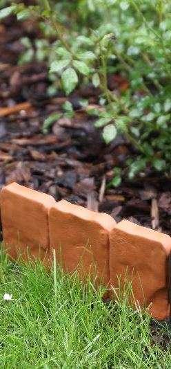 BJPlast plastový obrubník, zahradní obrubníky, plastové obrubníky do zahrádky, travníková obruba záhonu, trávníkové obruby záhonů, palisády, palisáda, palisádový obrubník, neviditelny obrubnik, zahradní chodníkové palisády, obrubníky z umělé hmoty, obrubn