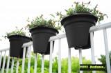 Prima-květináče designový, barevný, plastový květináč Elho zábradlí s unikátním uchycením na zábradlí balkónů a plotů samozavlažovací plastové venkovní závěsné