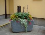 Prima-květináče samozavlažovací nádoby CUP – moderní, venkovní, velké, mrazuvzdorné, nárazuvzdorné, imitace kamene, květináče pro obce, hotely, restaurace a firmy Green City samozavlažovací plastové venkovní závěsné